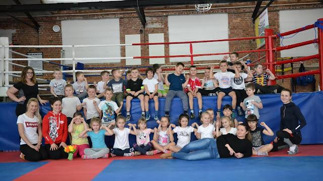 """Mistrzowska drużyna na treningu sportów walki w SKF """"BOKSING"""" Zielona Góra!"""