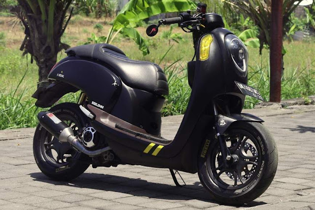 Modifikasi Scoopy 2016 keren warna hitam