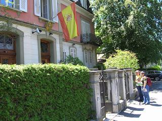 embajada española berna,  Suiza, Switzerland, Suisse, vuelta al mundo, round the world, La vuelta al mundo de Asun y Ricardo