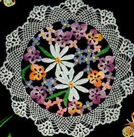 http://translate.google.es/translate?hl=es&sl=en&tl=es&u=http%3A%2F%2Ffreevintagecrochet.com%2Ffree-doily-pattern%2Fstar71%2Fflower-bouquet-doily