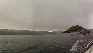 Uma pequena ilha solítária no Lago Titicaca.