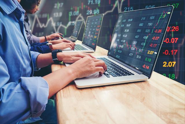 शेयर बाजार में रुपया हुआ कमजोर, सेंसेक्स 2000 अंक से ज्यादा लुढ़का