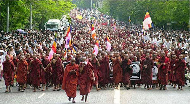 TERORIS Itu BOTAK, Bukan Berjenggot, Mereka Adalah Para Biksu Budha Yang Ancam Bunuh Semua Muslim Myanmar