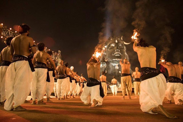 maha shivaratri y astrologia, estatua de shiva en tamil nadu, shiva y saturno, astrologia vedica, sade sati, retorno de saturno, saturno sagitario, saturno escorpio