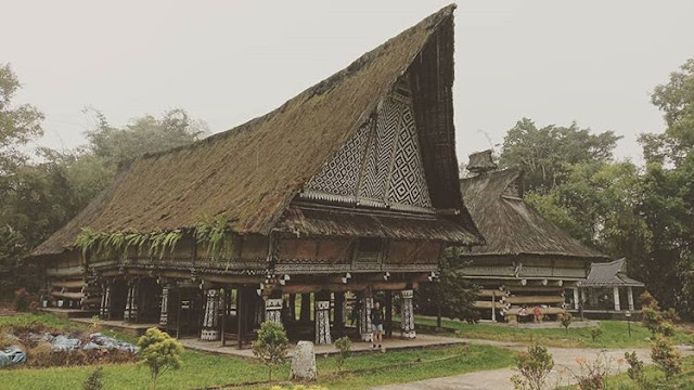 """Rumah Adat Provinsi Sumatera Utara """" Rumah Bolon"""""""