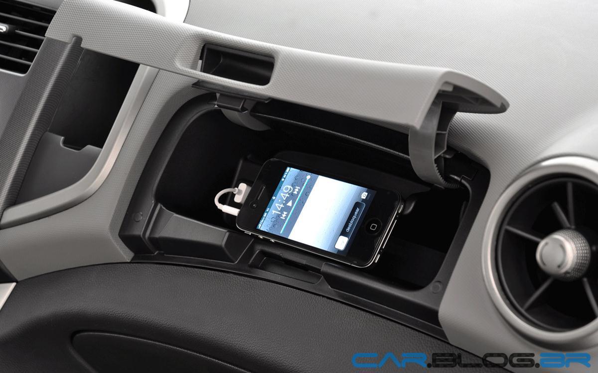Chevrolet Sonic Porta Luvas on 2013 Chevrolet Sonic Lt