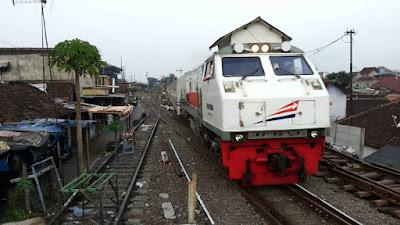 Travel Malang Banyuwangi, Stasiun Kota Lama Malang, 0822-333-633-99, Travel Malang Banyuwangi