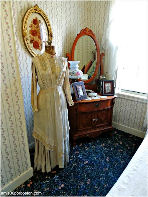Vestido de Elizabeth Montgomery en la Casa de Lizzie Borden, Fall River