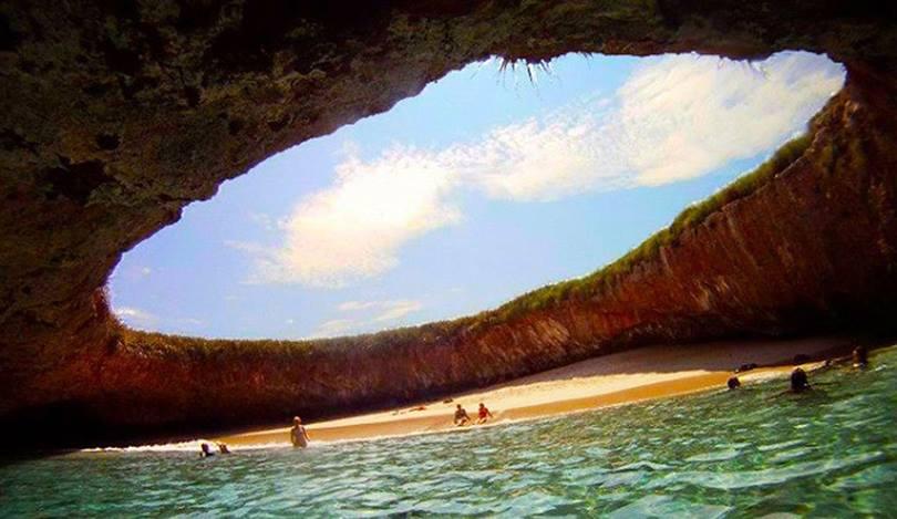 islas marietas puerto vallarta, lovers beach puerto vallarta, islas marietas national park, small island off puerto vallarta, las marietas islands