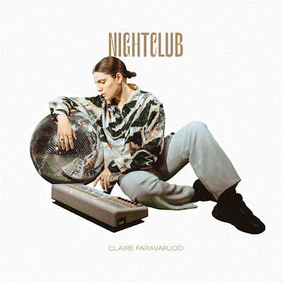 """""""Nightlife"""", Le premier album de Claire Faravarjoo, emporte par son talent et la place en étendard de l'electro pop française"""