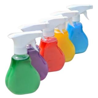 Keep kids busy with this easy to make spray chalk perfect for summer! #spraychalkpaint #homemadechalk #spraychalkrecipe #sidewalkchalk #chalkartideas #growingajeweledrose #activitiesforkids