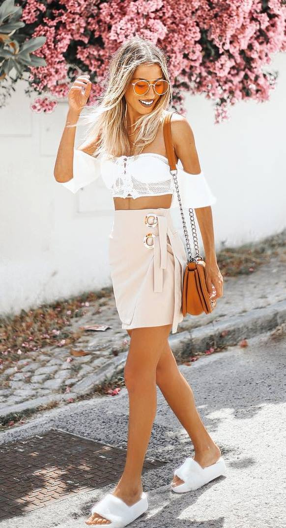 incredible outfit: crop top + skirt + bag