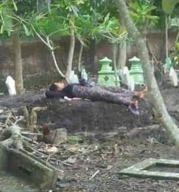 Tak Kuat Menahan Kesedihan, Seorang Ibu Tidur Diatas Makam Anaknya