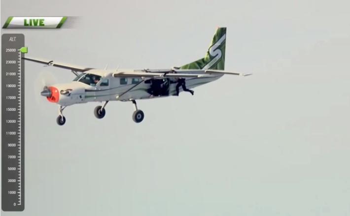 Luke Aikins salta sem paraquedas a 25 mil pés de altura