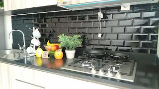 Suasana dapur yang buat proses memasak jadi lebih enjoy di Coister Neshville Kota Wisata Cibubur