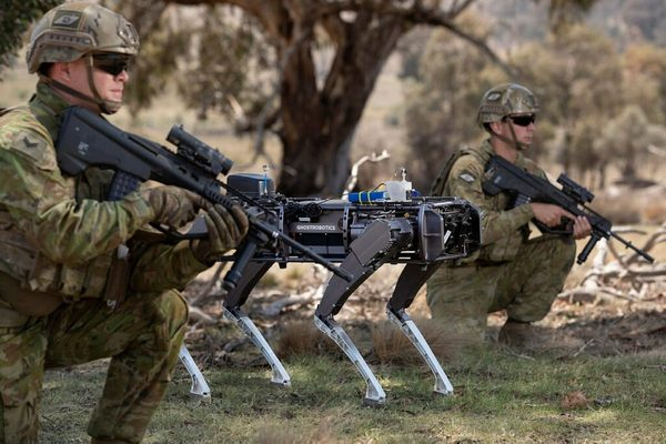 بالفيديو: الجيش الأمريكي يختبر روبوتات مقاتلة في صفوفه