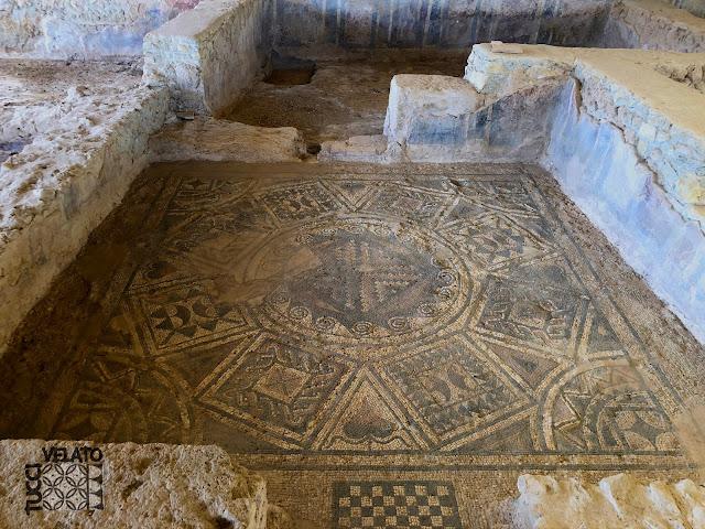 Mosaico romano de una de las habitaciones de la villa romana de el ruedo