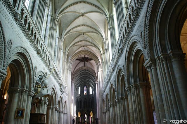 Gli interni della Cattedrale di Bayeaux