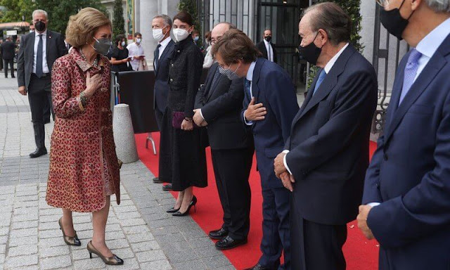 Queen Sofia of Spain attended the opening of the 2021-2022 season of the Royal Theatre in Madrid