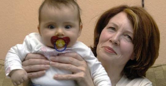 В 53-года моя мама родила ребенка и пытается отдать его мне на воспитание!