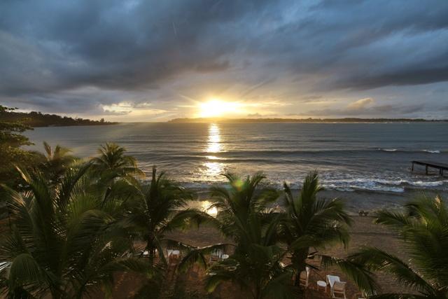 Amanecer desde nuestra habitación en el Hotel Playa Tortuga