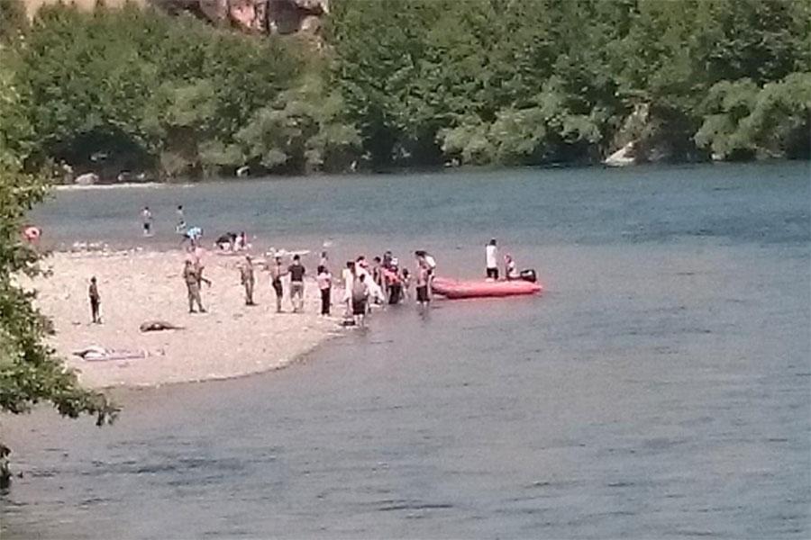 diyarbakirda-nehirde-mahsur-kalan-7-kisilik-aile-kurtarildi