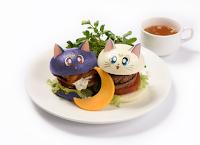 Cafetería de Sailor Moon en Japón, hamburguesas, comida.