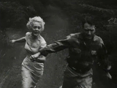 Still - Marilyn Harvey and Robert Clarke in The Astounding She-Monster (1957)