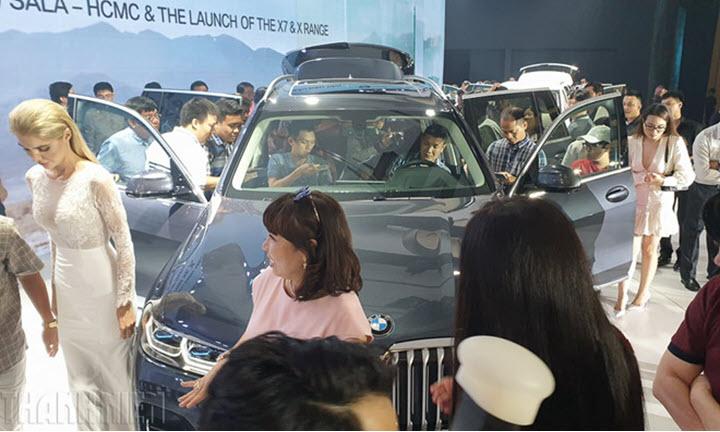 Chưa có 'phao cứu sinh', đại lý ô tô nỗ lực giảm giá xe tự cứu mình
