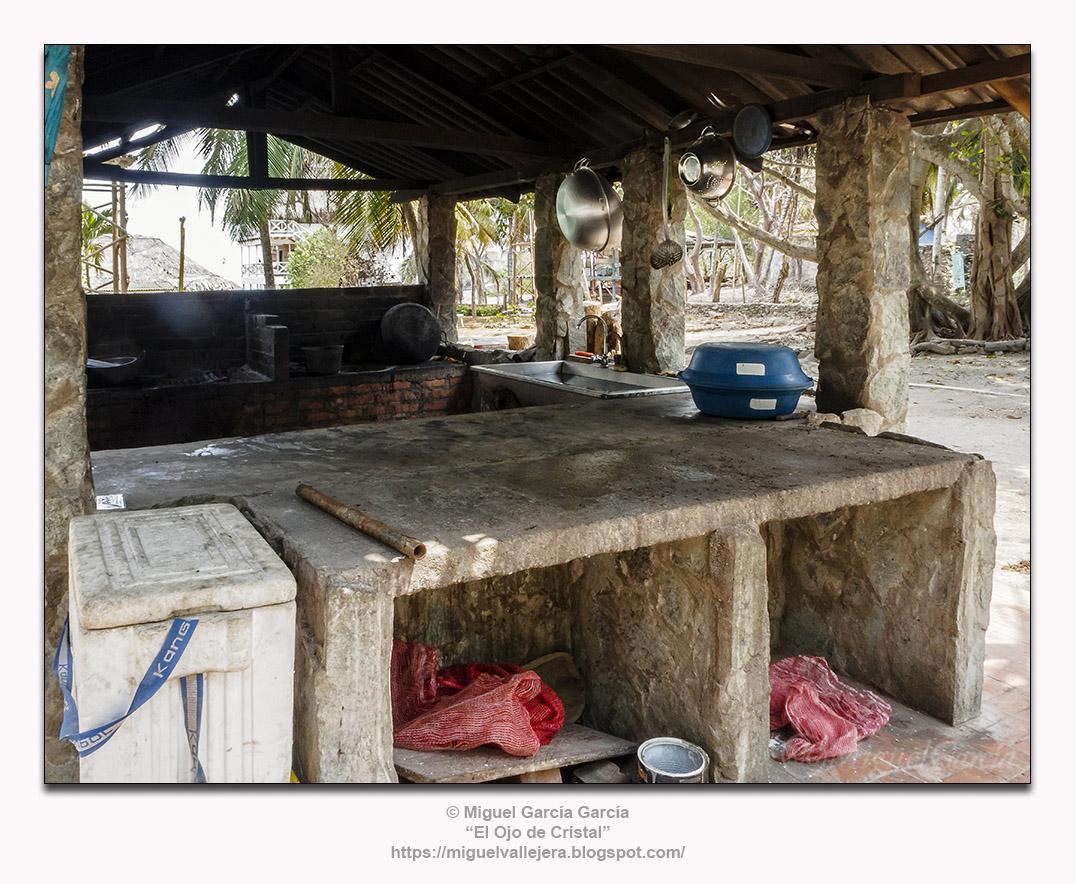 Isla Grande, instalaciones hoteleras.- Cocina.