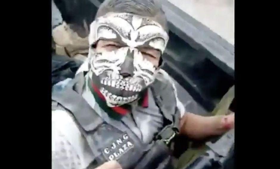 Convoy de sicarios del CJNG armados hasta los dientes y listos pal topon se exhiben patrullando a bordo de trocas en San Luis Potosí