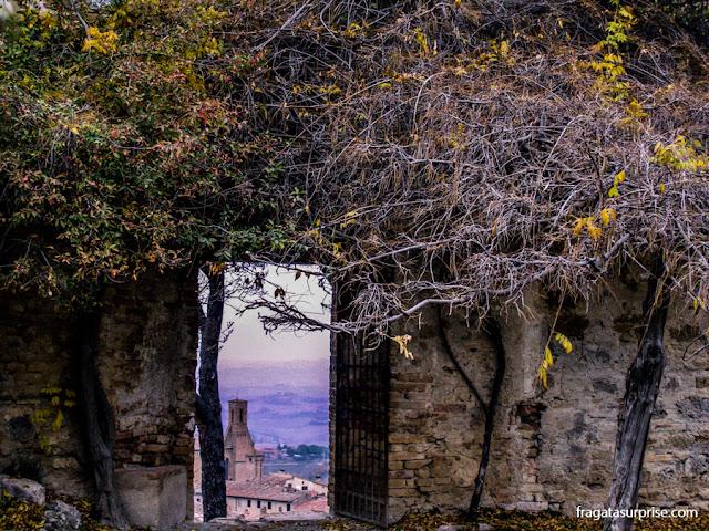 Jardim da Rocca de Montestaffoli, San Gimignano, Toscana, Itália