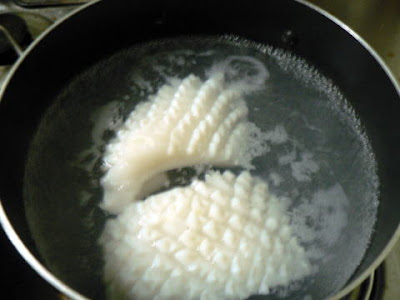 熱湯に入れる