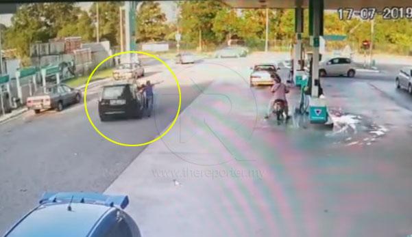 (Video) 'Kenapa tinggalkan kunci dalam kereta?' - Kereta Alza dirembat ketika owner pergi kaunter bayar minyak