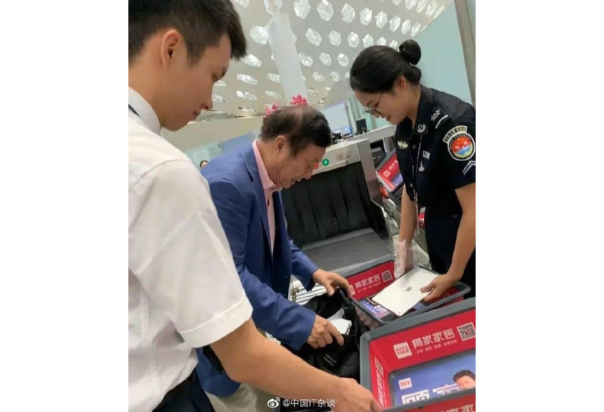 Huawei CEO spotted carrying an iPad at airport security line