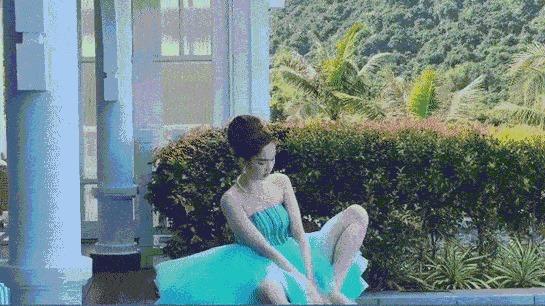 Ngọc Trinh lại tự phá giá với dáng ngồi 'trên Thái Lan, dưới miền Tây'