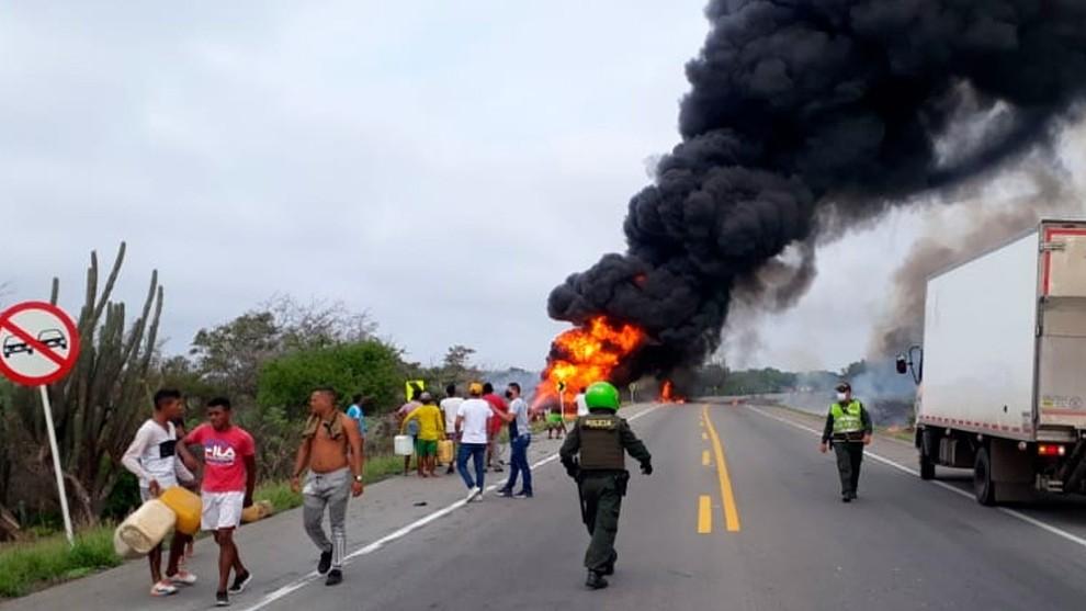Tragedia en #Tasajera: siete personas muertas tras saquear en pleno incendio de camión volcado