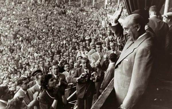 Fue una recalificación autorizada personalmente por el dictador Franco la que en 1965 salvó al F.C. Barcelona de la bancarrota cuando tenía una deuda de 230 millones de pesetas y se encontraba en quiebra por la construcción del Camp Nou.