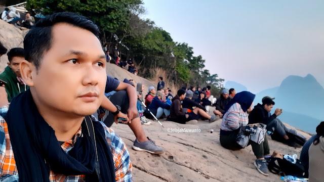 Sunrise dari Batu Lembu Gunung Lembu | JelajahSuwanto