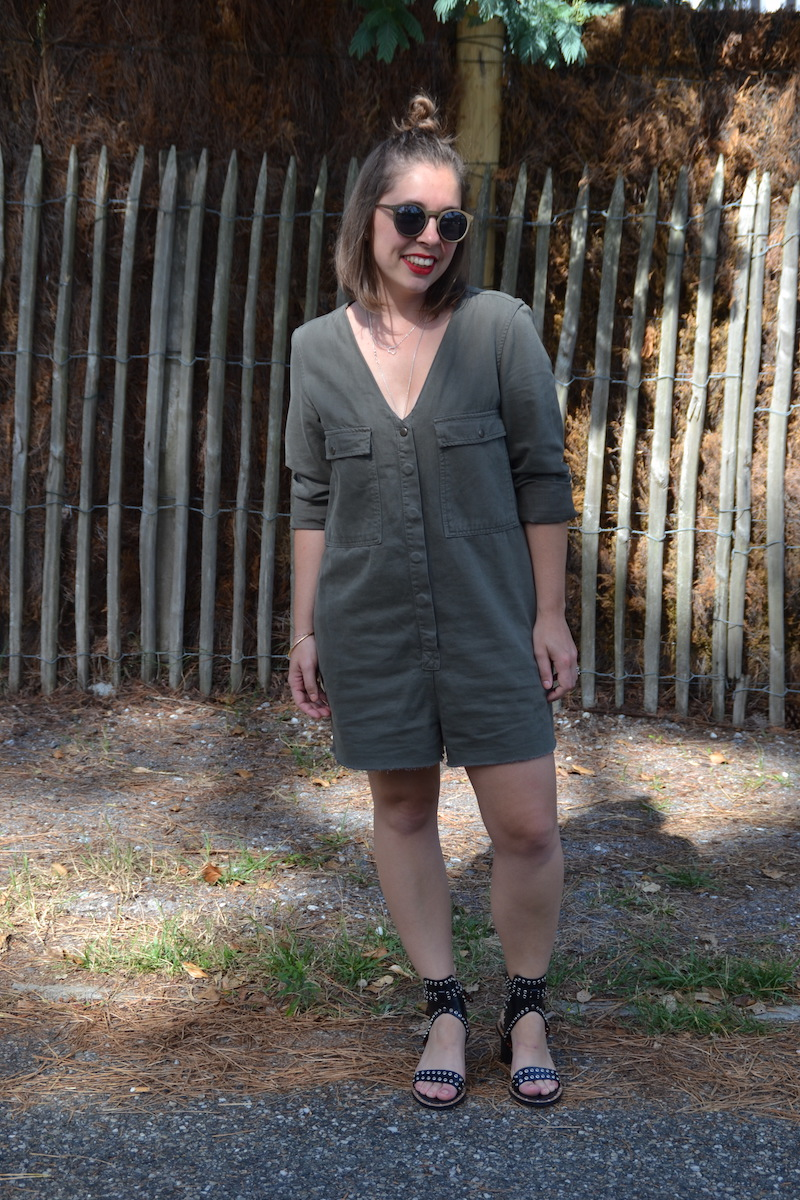 combishort kaki pimkie, lunette de soleil kaki asos,collier l'atelier d'amaya et seemeorgn sandales Sheinside like Isabel Marant