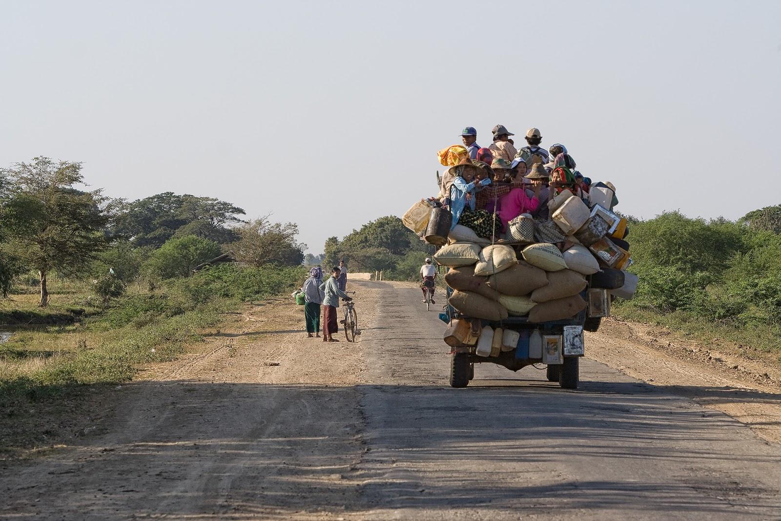 Środek transportu,ludzie,birma,bagan