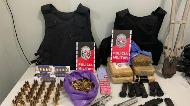 PM prende foragido da Justiça e apreende arsenal de armas e 635 munições, em Santa Rita