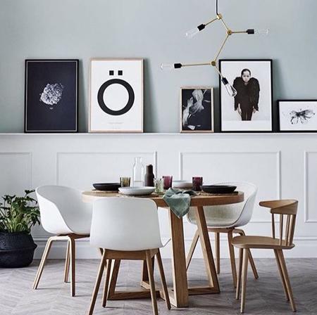 mesa redonda de madeira com pés cruzados dallas