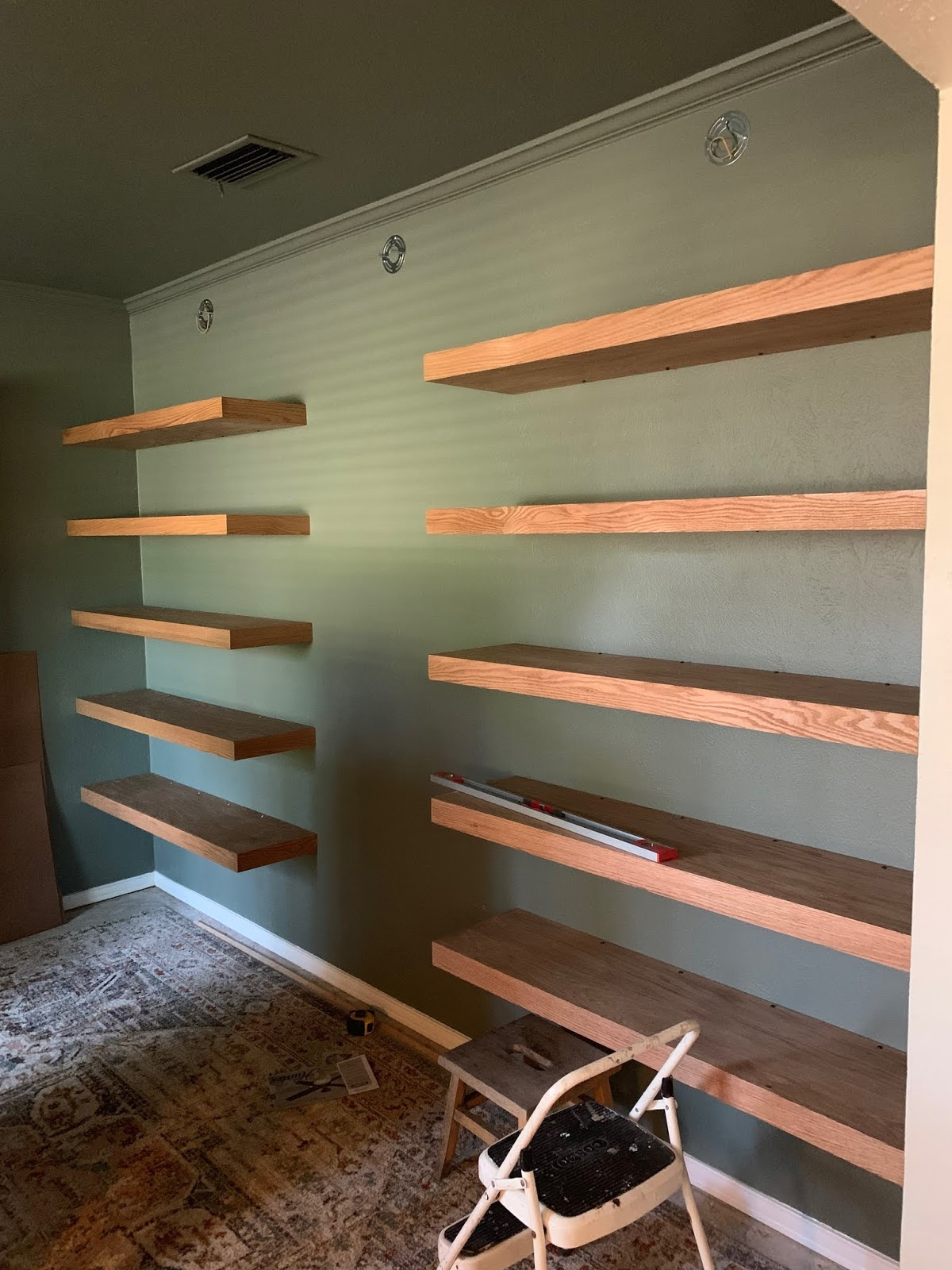It's week 4 of the One Room Challenge! Things are coming together in our reading room! It's going to be great! | House Homemade