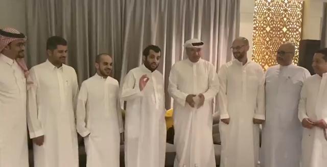 فيديو تركي ال الشيخ ران نسوي اشياء تبهر الجميع