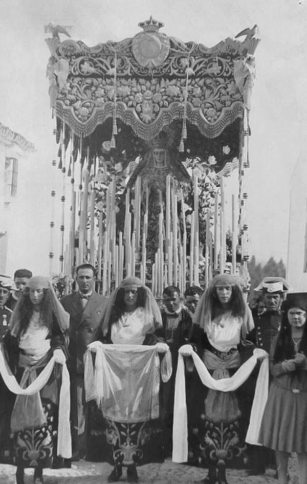 La Vera-Cruz de Alcalá del Río muestra su historia y patrimonio en una exposición