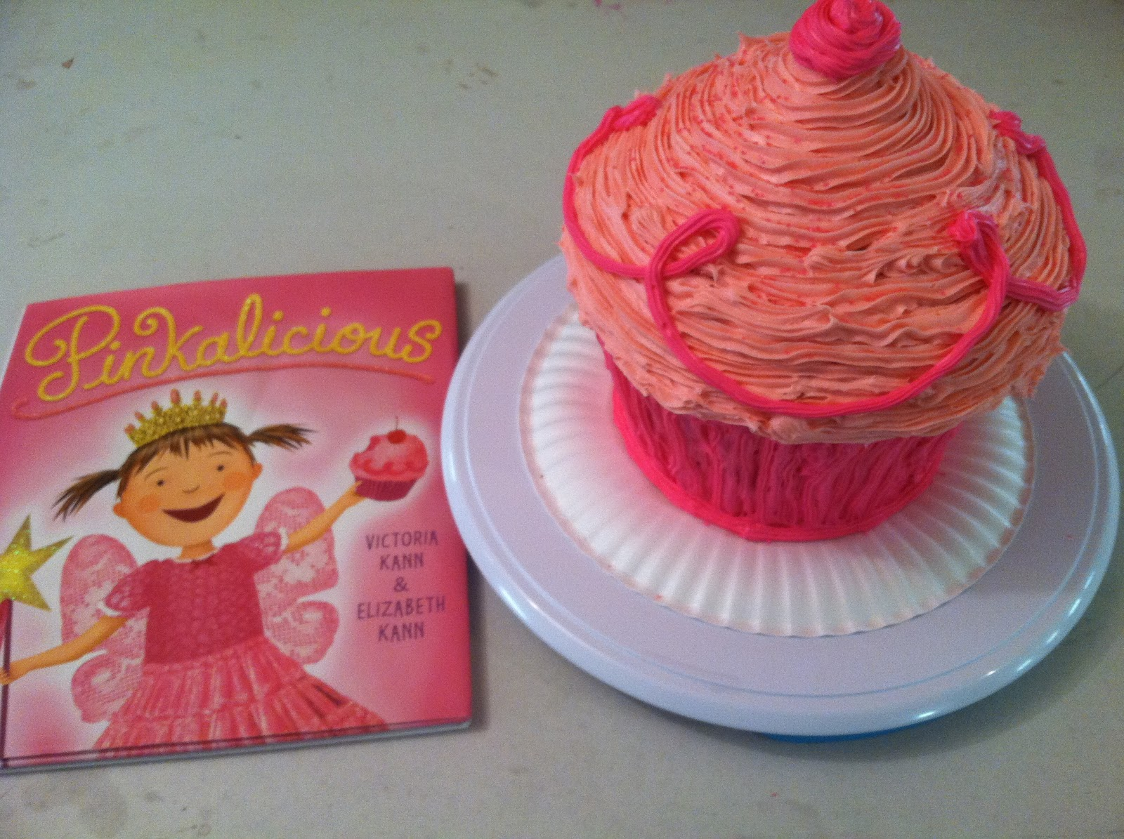 The Smart Momma: Pinkalicious Giant Cupcake