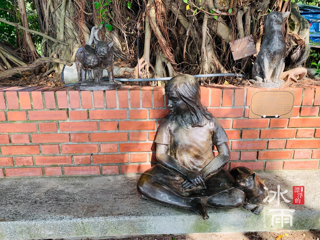 榕堤水灣景觀餐廳附近的雕塑品