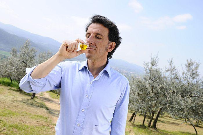 Oliwa mieszana czy jednogatunkowa - która jest lepsza? Co to jest kupaż oliwy?