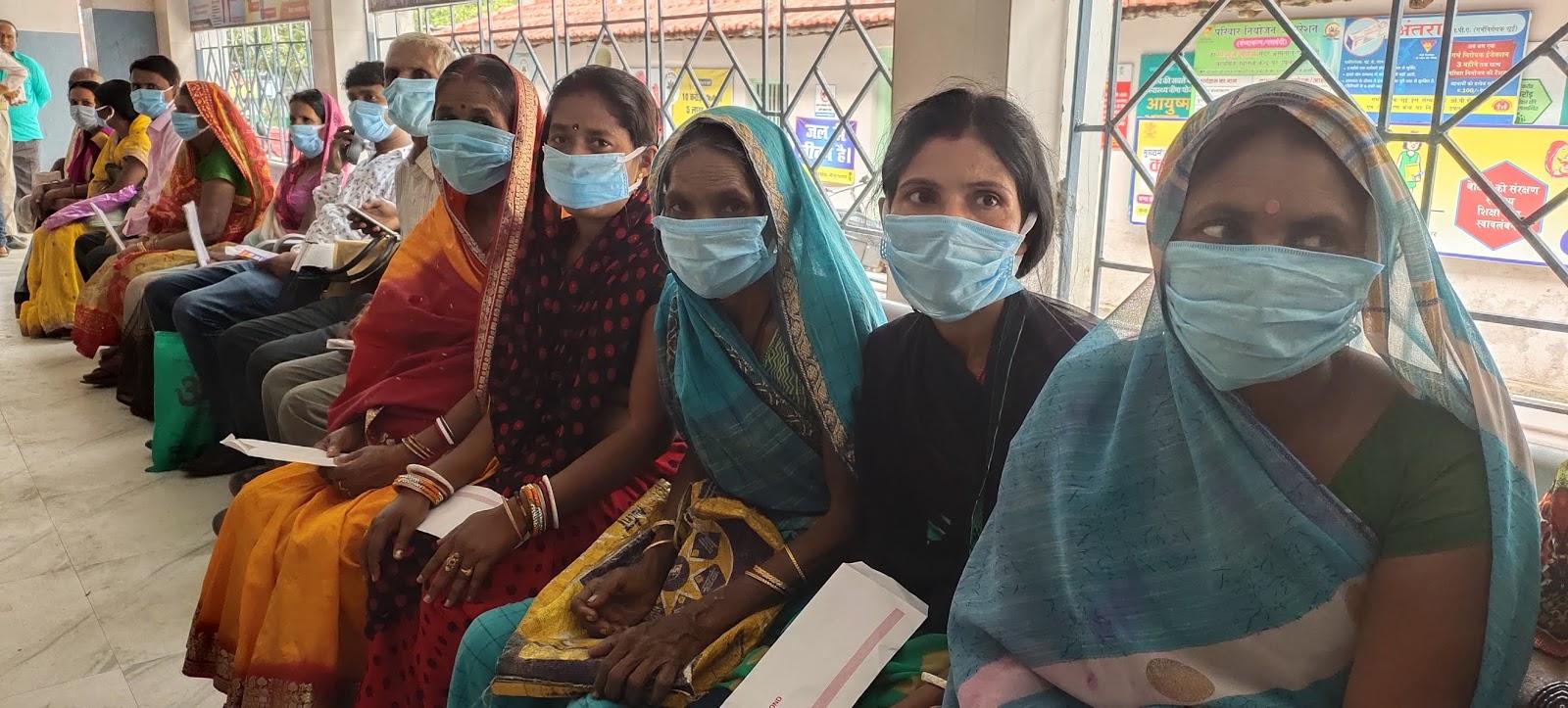कोरोना वायरस को लेकर जागरूकता के लिए बांटे मास्क और साबुन, भाजपा नेता- जयराम दास